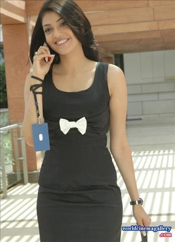 [Image: kajal-agarwal-in-black-dress-10122017530.jpeg]