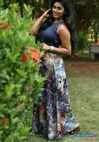 Actress Iniya Hot Photos Sexy Bikini Images Gallery HQ Pics Tamil actress hot navel pictures