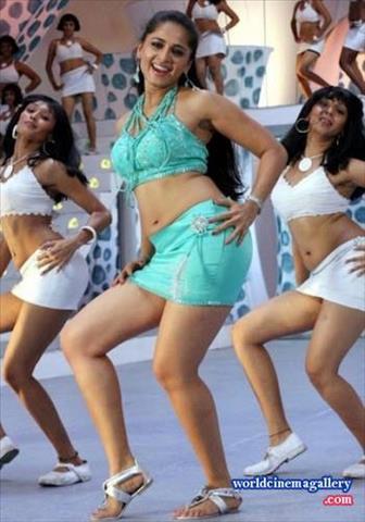 Anushka shetty stills in singam movie thecheapjerseys Choice Image